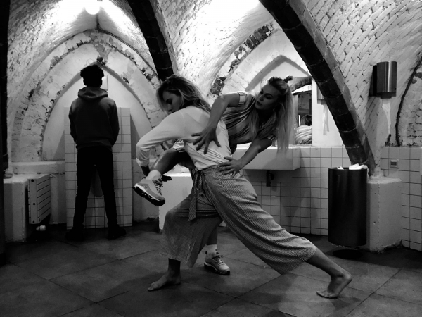 Emma Evelein - Choreographer dancer - Finding both your hands